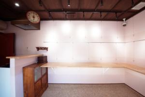 ギャラリー内 桜色の展示スペース