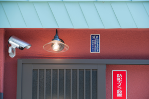 KURYU-SANKO-DO二階入り口のライト