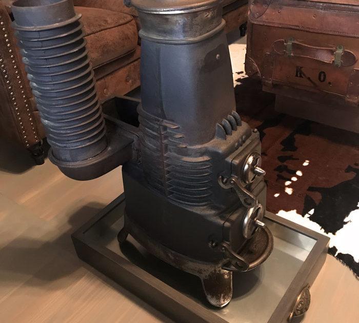 アンティークの貯炭ストーブ